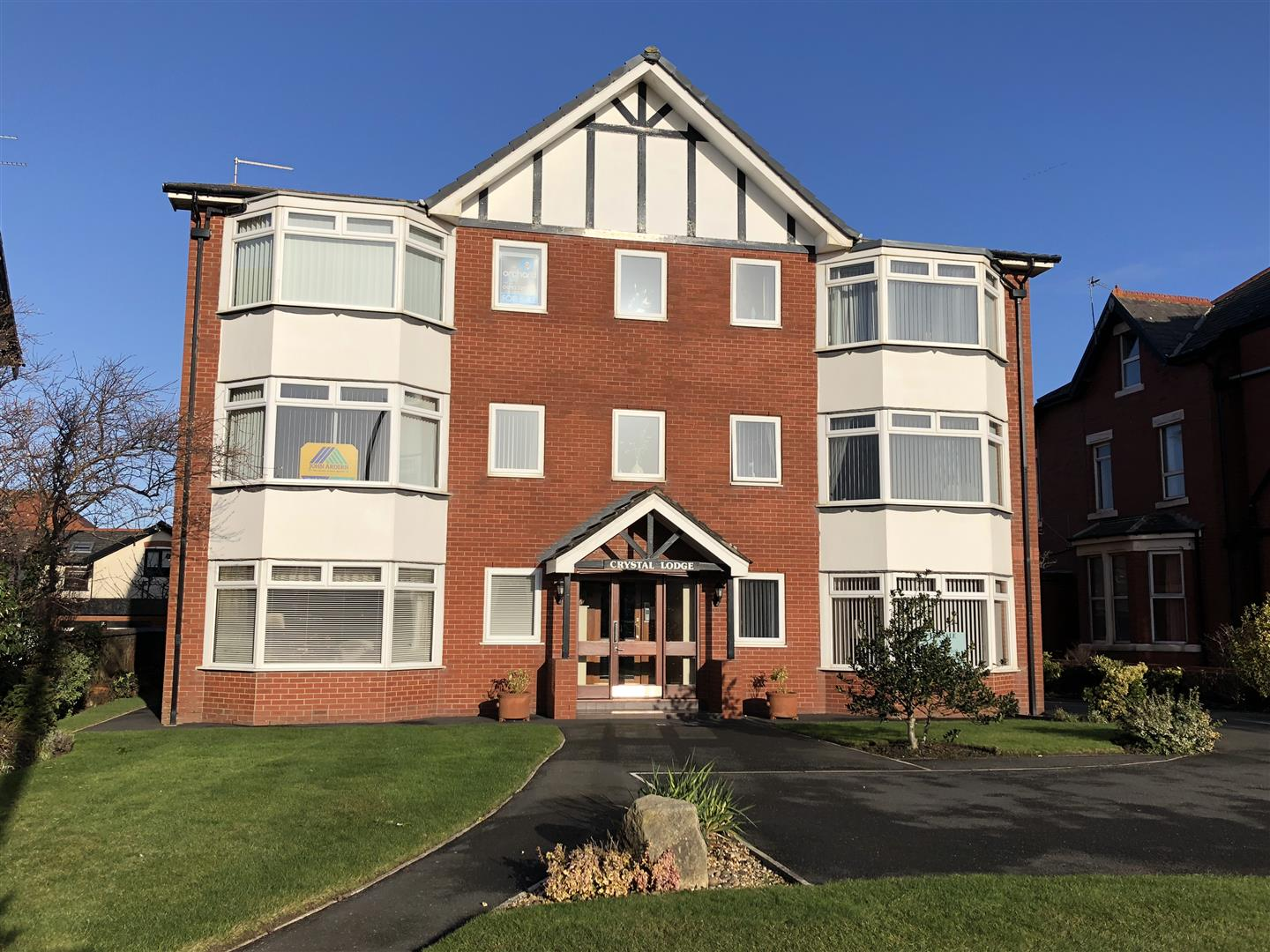 2 Bedrooms Flat for sale in Crystal Lodge, Clifton Drive, Lytham St. Annes